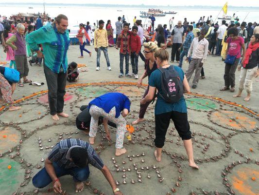 Préparation du Mandala de Dev Divali