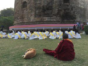 Devant le Stupa de Sarnath